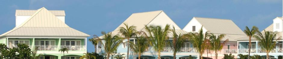 Incredible Adveture's staff stays at Old Bahama Bay to cage dive!
